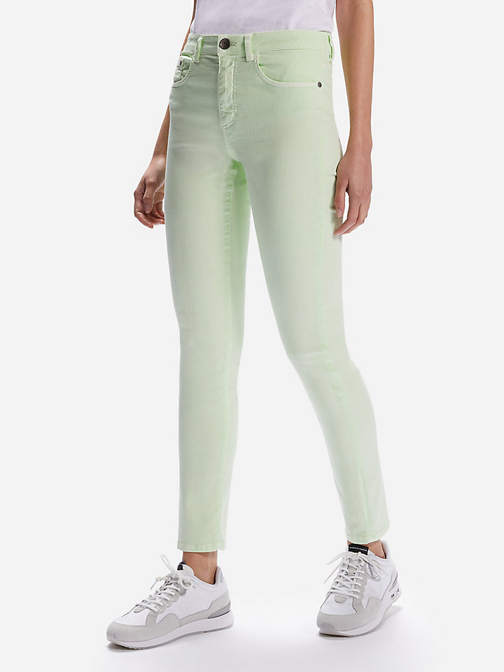 Jeans in neon Tencel™
