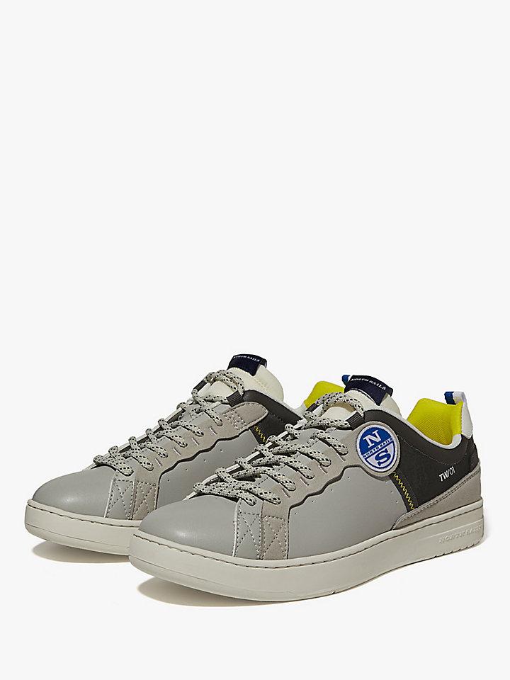 Sneaker aus Mikrofaser