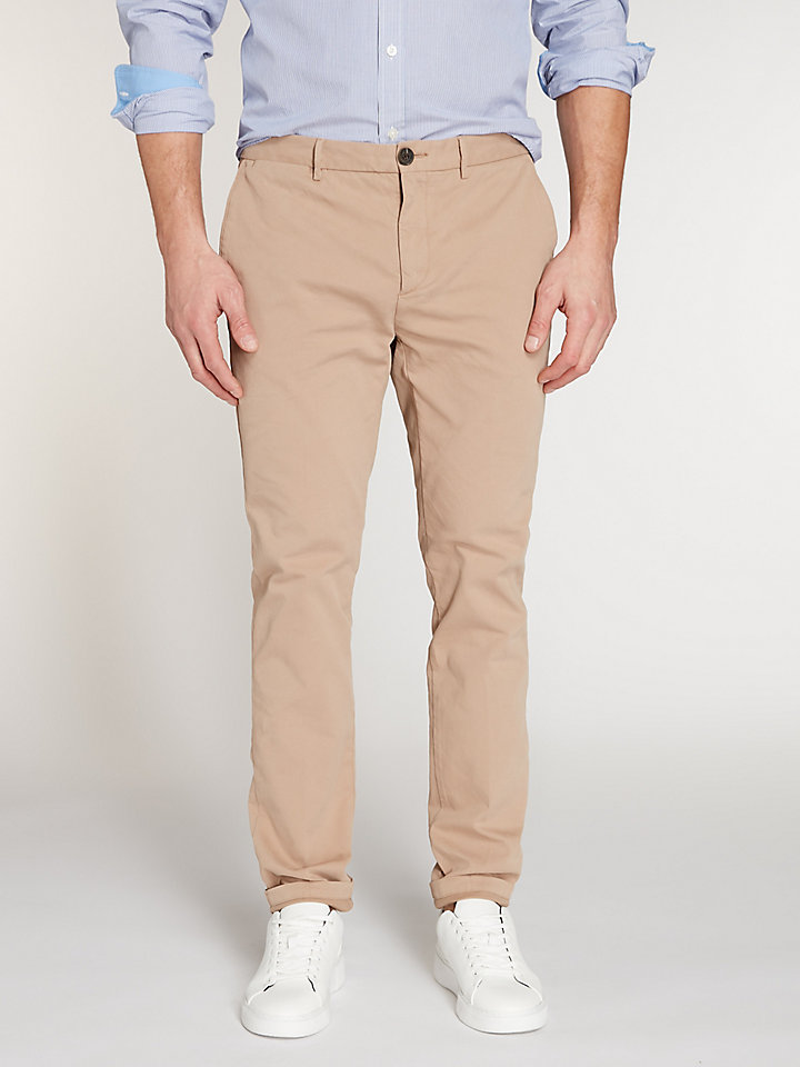 Refined Stretch Slim Chino