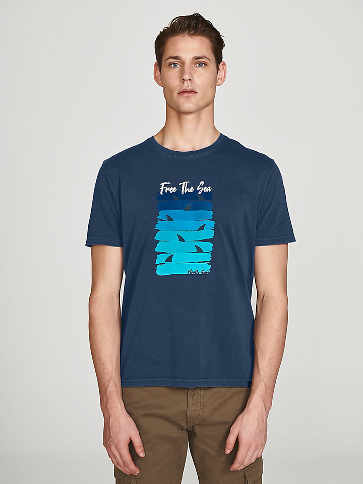 T-Shirt Free The Sea